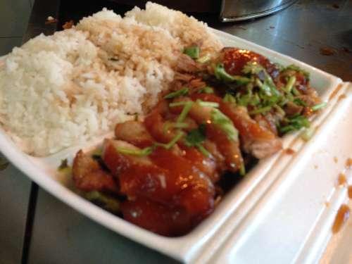 吃到的隆江卤猪脚肉很柴,让人吃起来感觉到嘴很累!